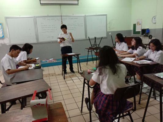 Salah satu kegiatan Ekskul SMA English Debate